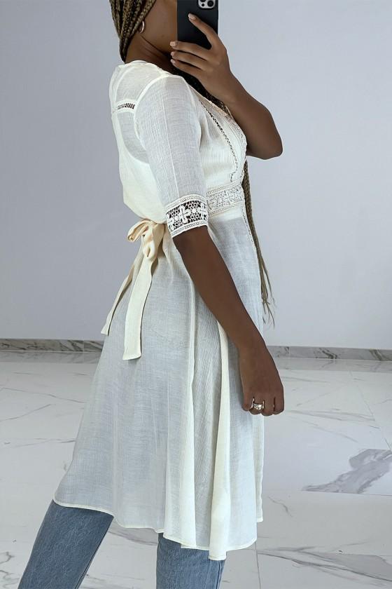 Kimono dété léger fluide beige avec détails broderie